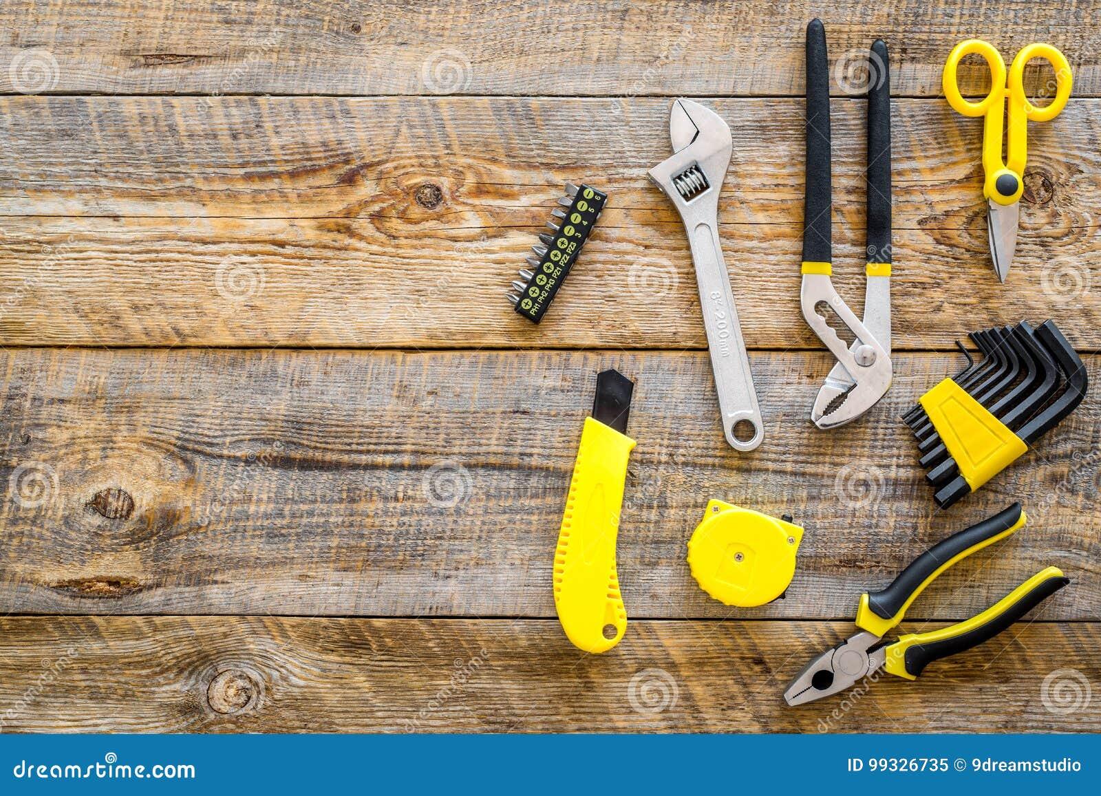 La Renovacion De La Casa Con Los Instrumentos Fijo Para Construir