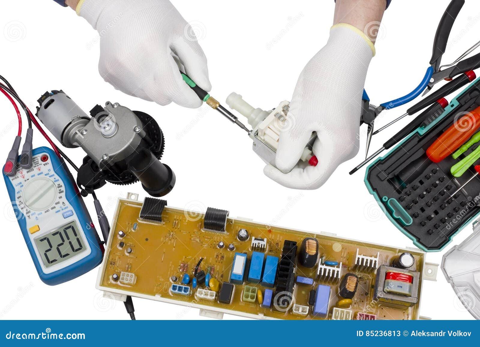 La reparación del lavado y del café trabaja a máquina las piezas aisladas