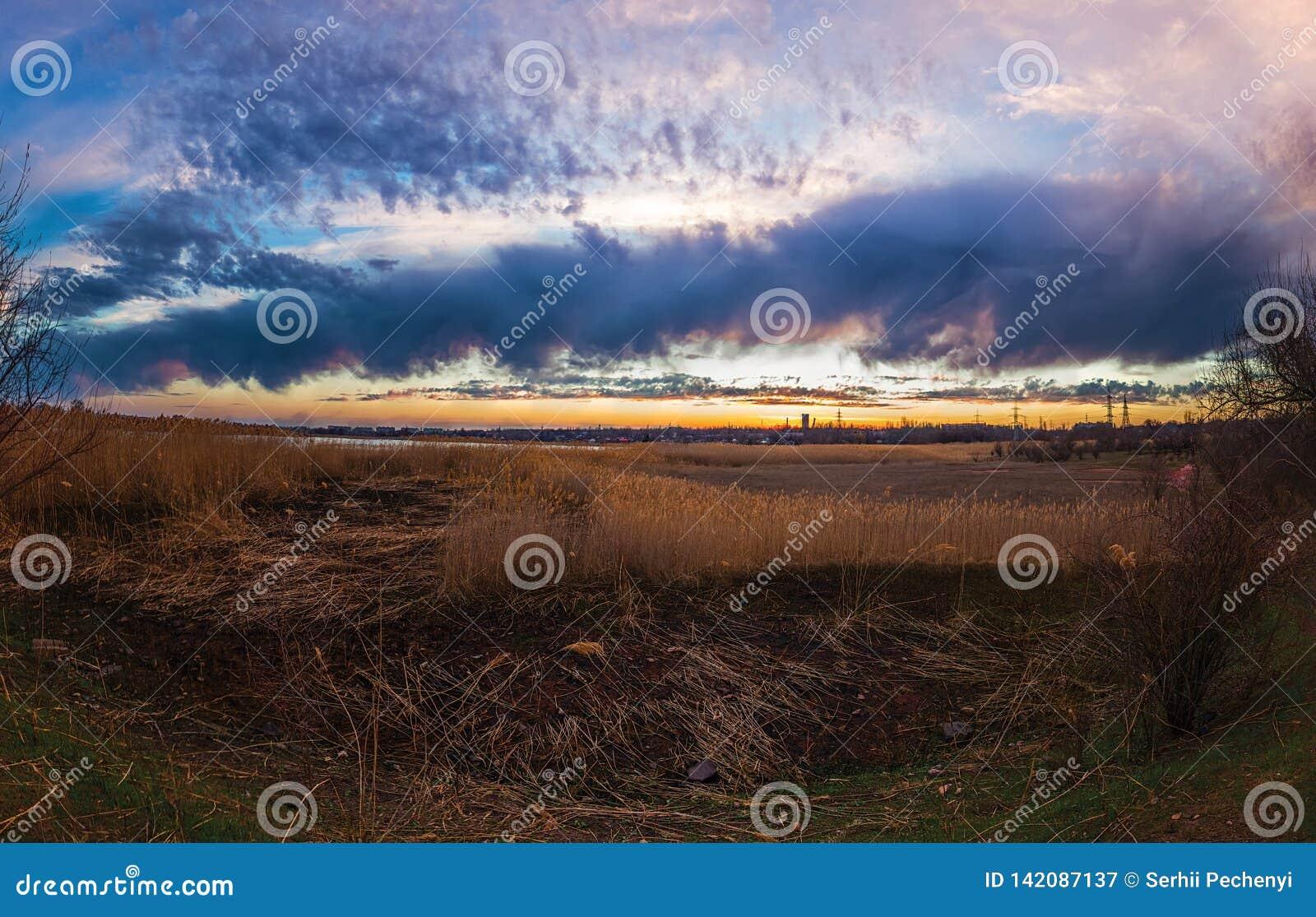 La respiración del tiempo de la puesta del sol de la primavera