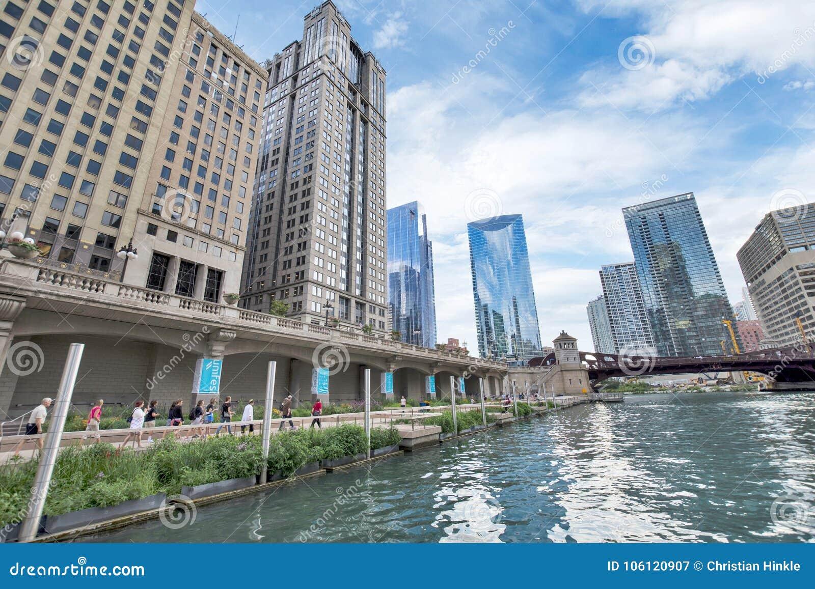 La rivière Chicago du nord Riverwalk sur la branche du nord la rivière Chicago i