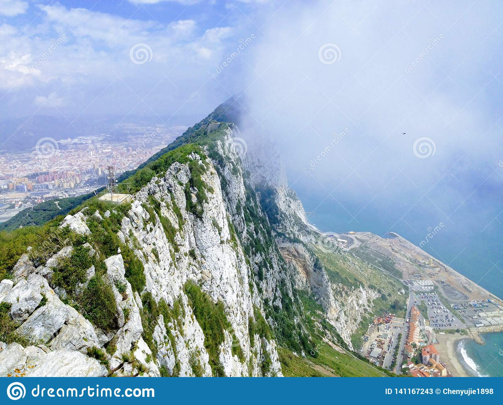 La roche de Gibralt, nuageuse