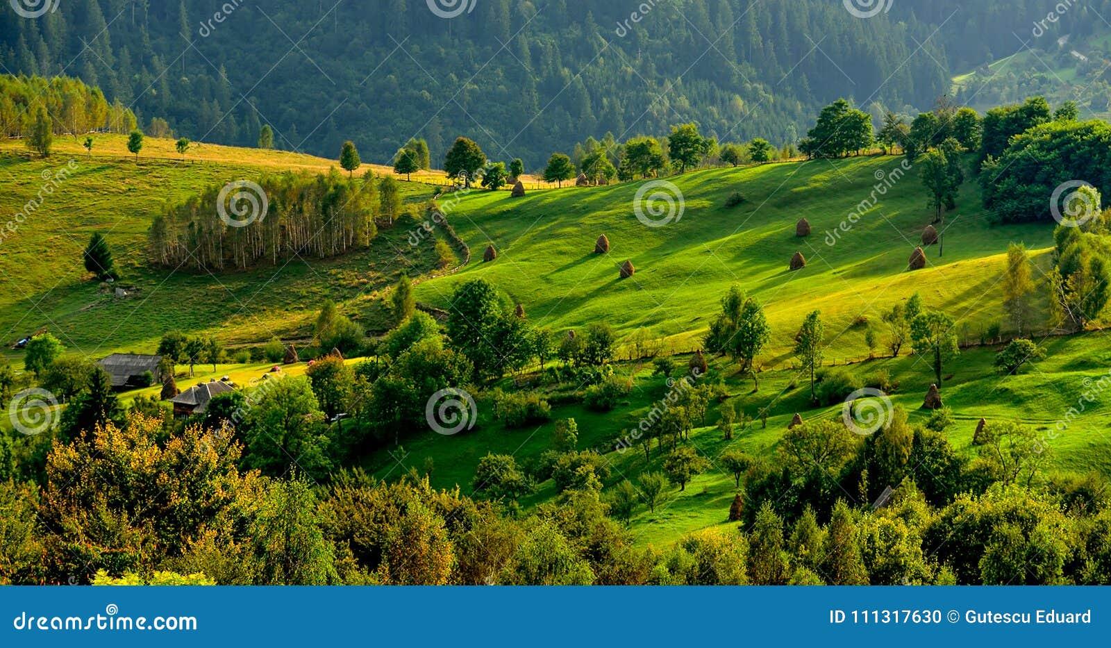 La Romania, montagna di Apuseni in primavera, case tradizionali