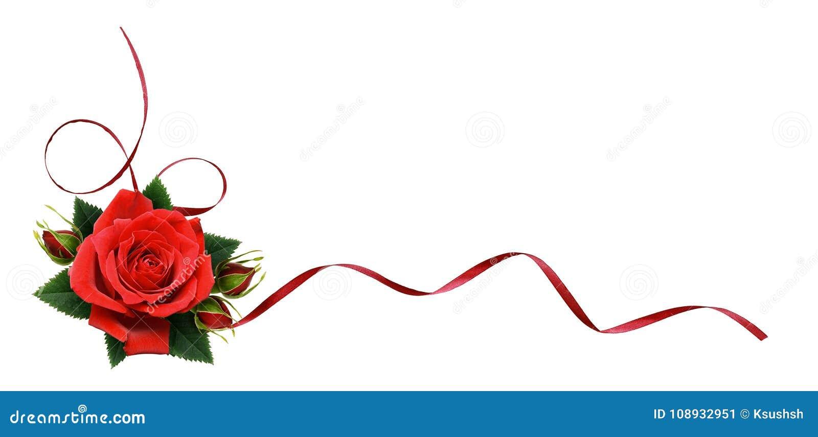 La rose de rouge fleurit et le ruban en soie dans la disposition faisante le coin