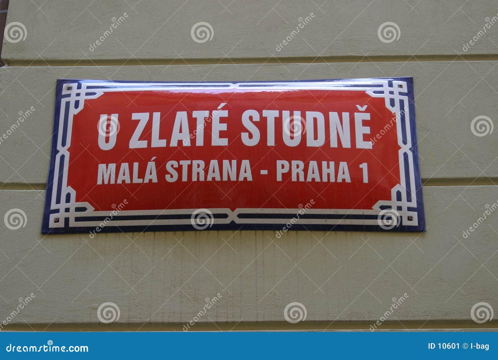La rue signent dedans Prague