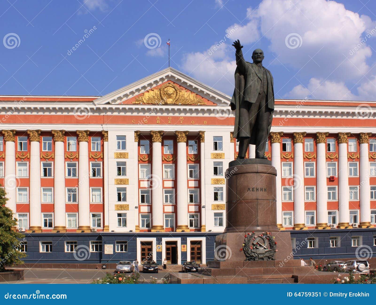 La Russia Kursk Monumento di Linin e dell edificio servizi