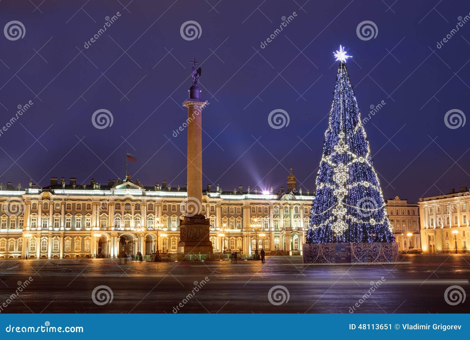 La Russie, St Petersburg, éclairage D\'arbre De Noël La Nuit, Près ...