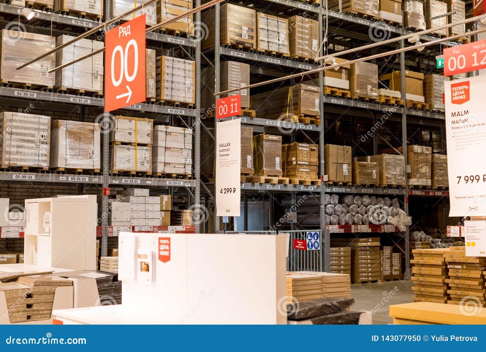 La Russie, St Petersburg, le 16 mars 2019 IKEA, secteur d entrepôt de meubles, grand inventaire Marchandises d entrepôt courantes