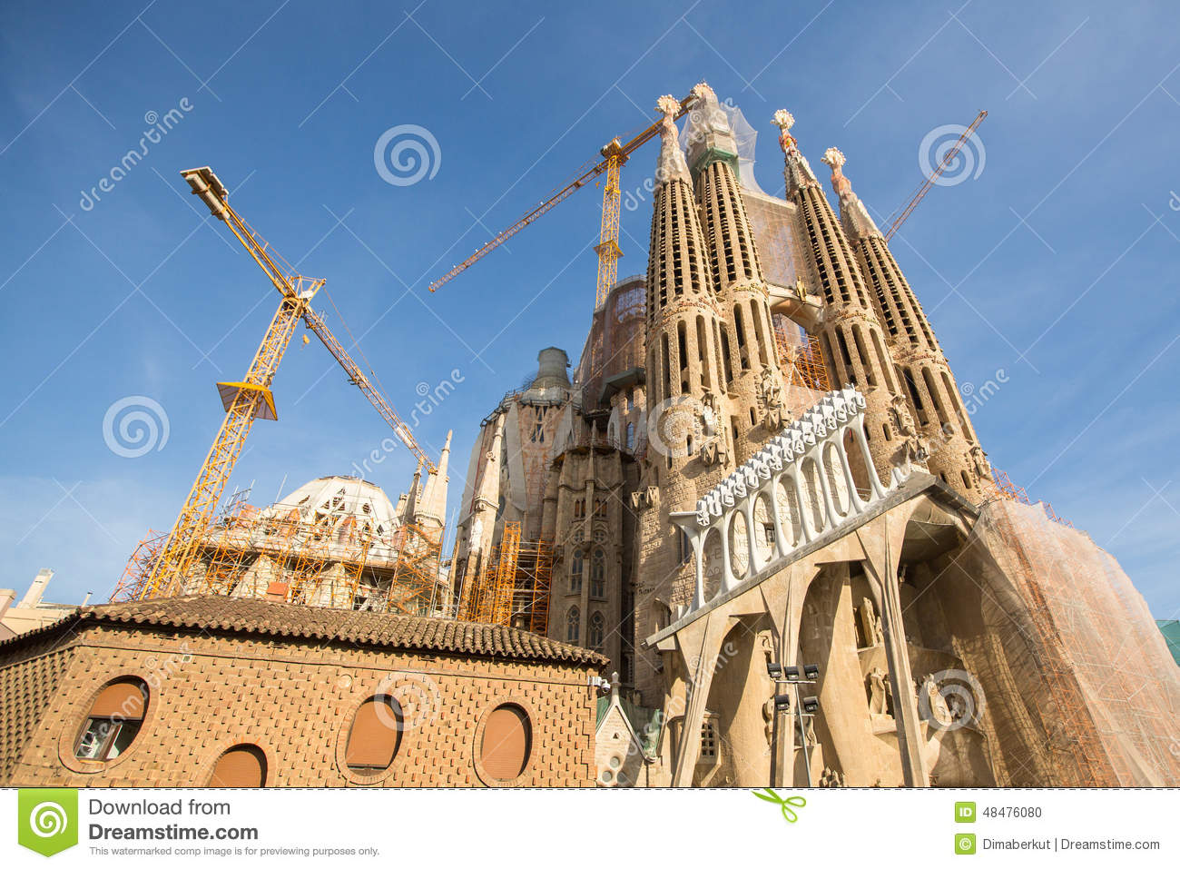 la sagrada familia the impressive cathedral designed by. Black Bedroom Furniture Sets. Home Design Ideas