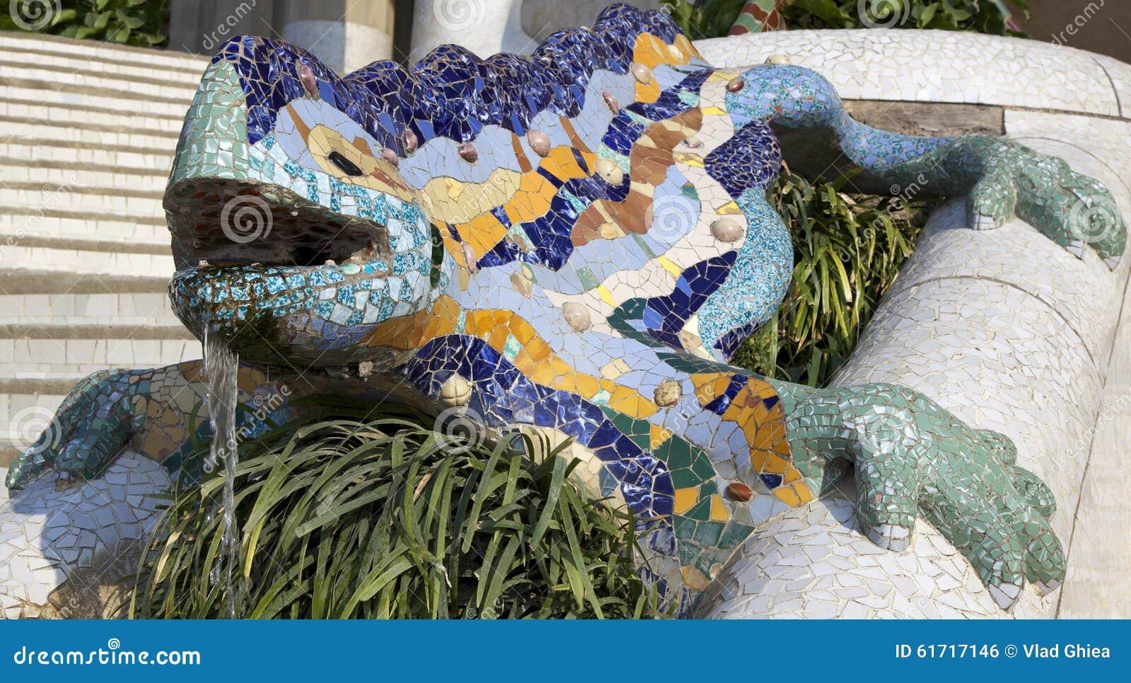 La Salamandre D Antoni Gaudy Barcelone Espagne Photo