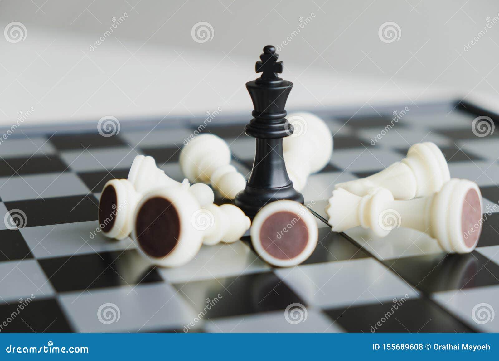 La scacchiera mostra la direzione, i seguaci e le strategie di successo di affari