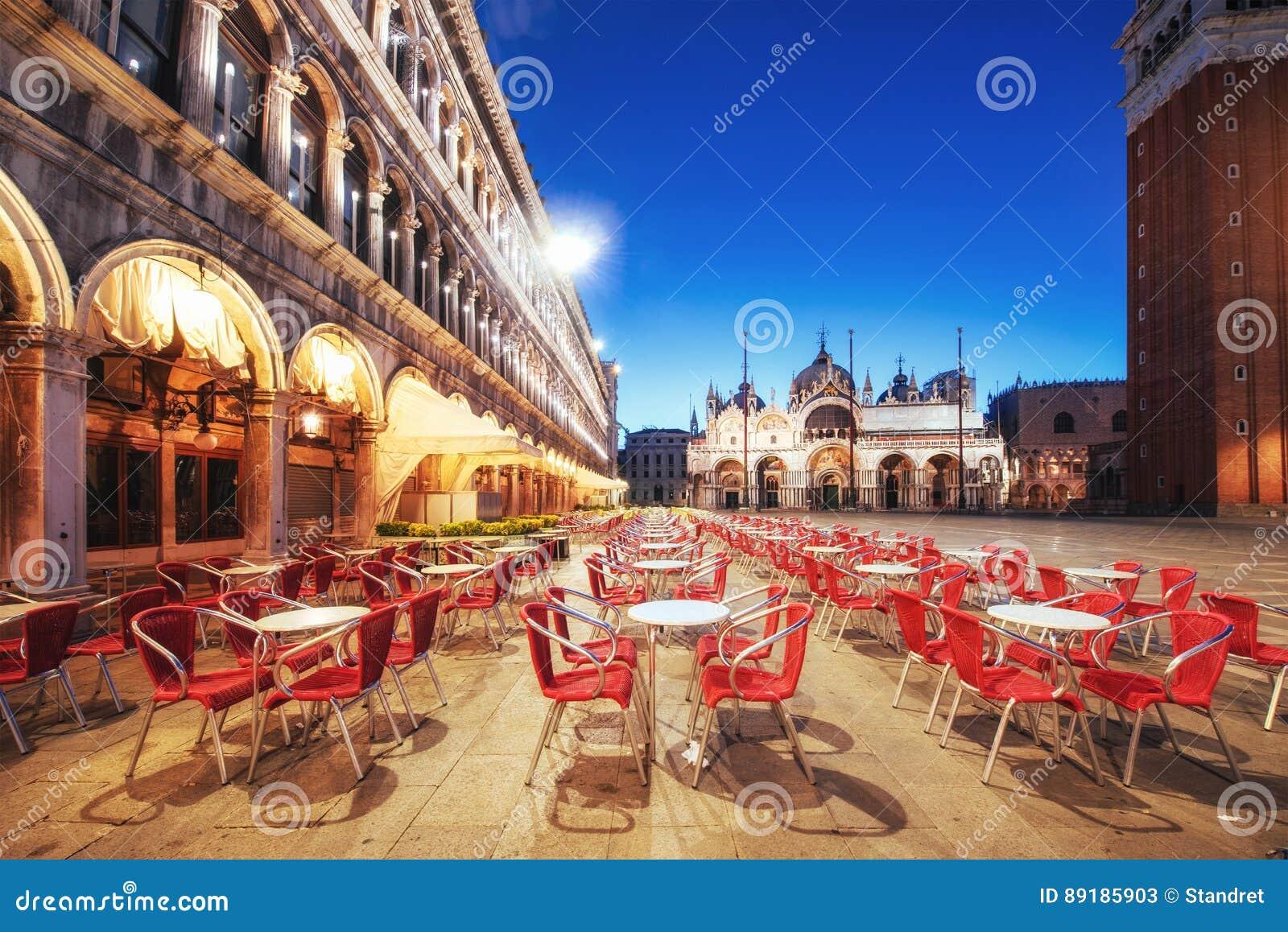 La scena di notte del quadrato di San Marco, Venezia Italia
