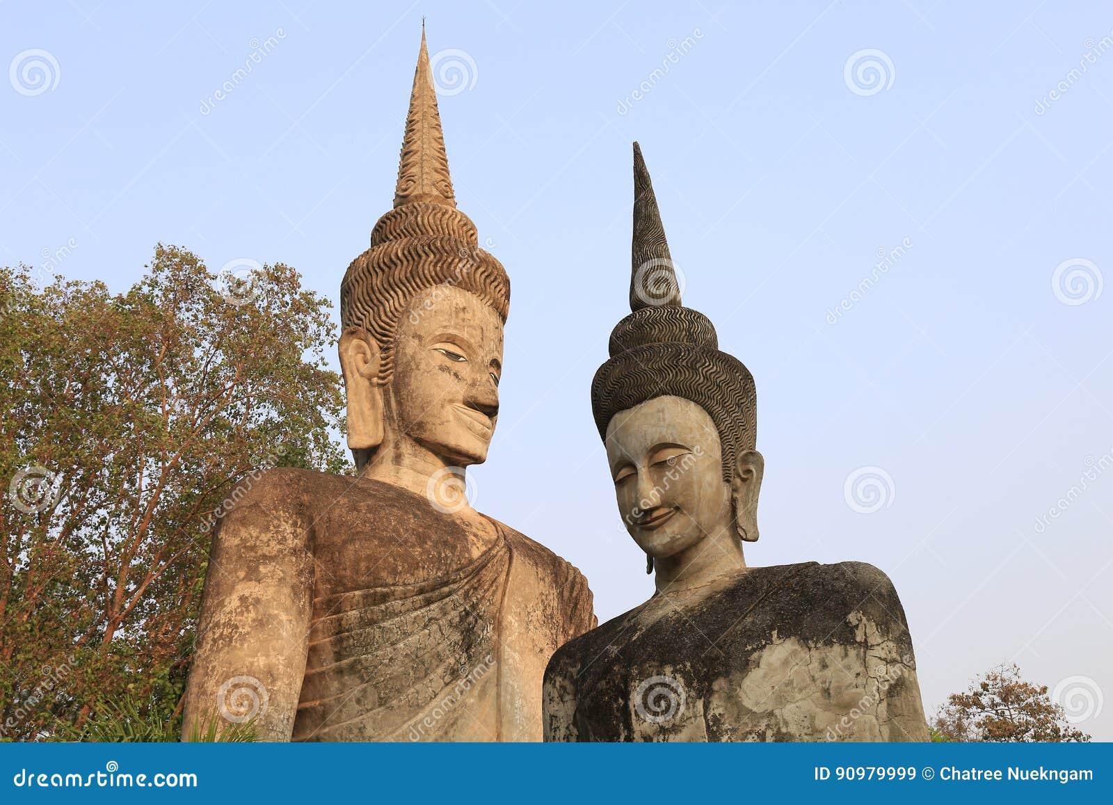 La sculpture en deux Bouddha