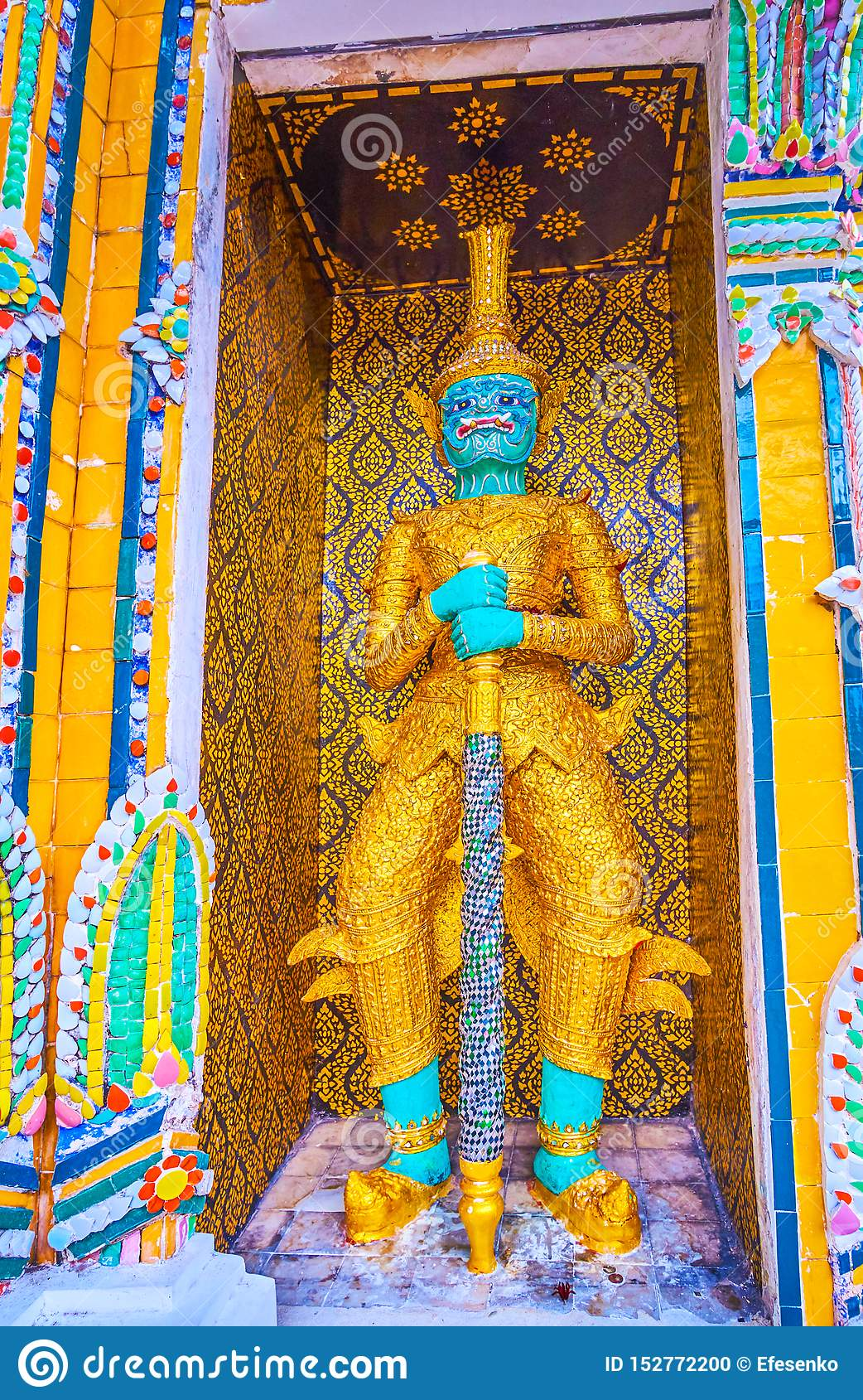 La scultura di Phaya Khon in tempio di Wat Pho a Bangkok, Tailandia