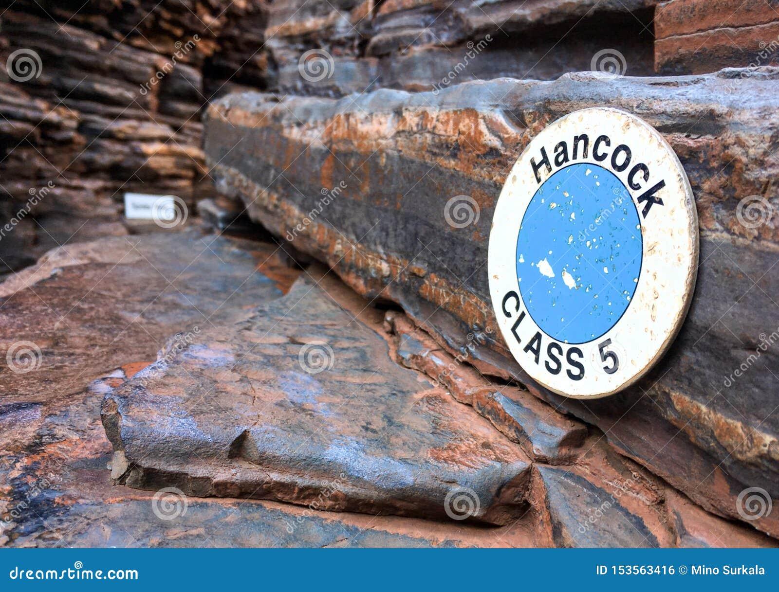 La señal de peligro en la garganta de Hancock en el parque nacional de Karijini en la región de Pilbara, Australia occidental que