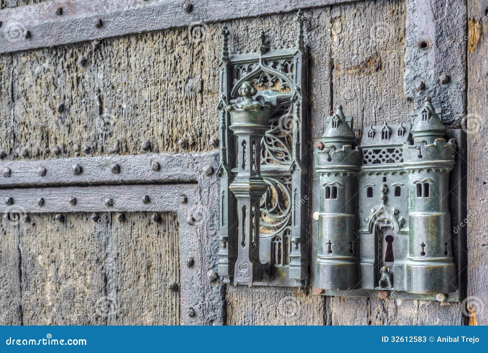 La serrure et la porte d 39 h tel de ville tirent dedans mons belgique pho - La porte blanche belgique ...