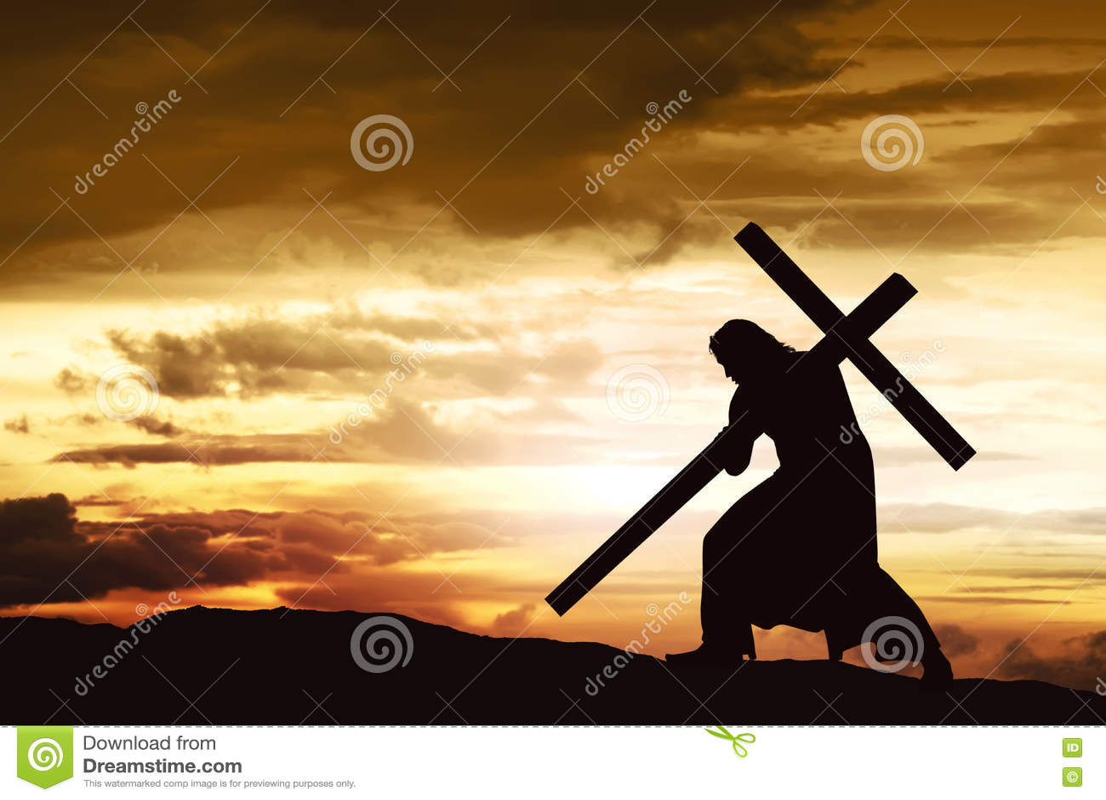 La silhouette de Jésus portent sa croix