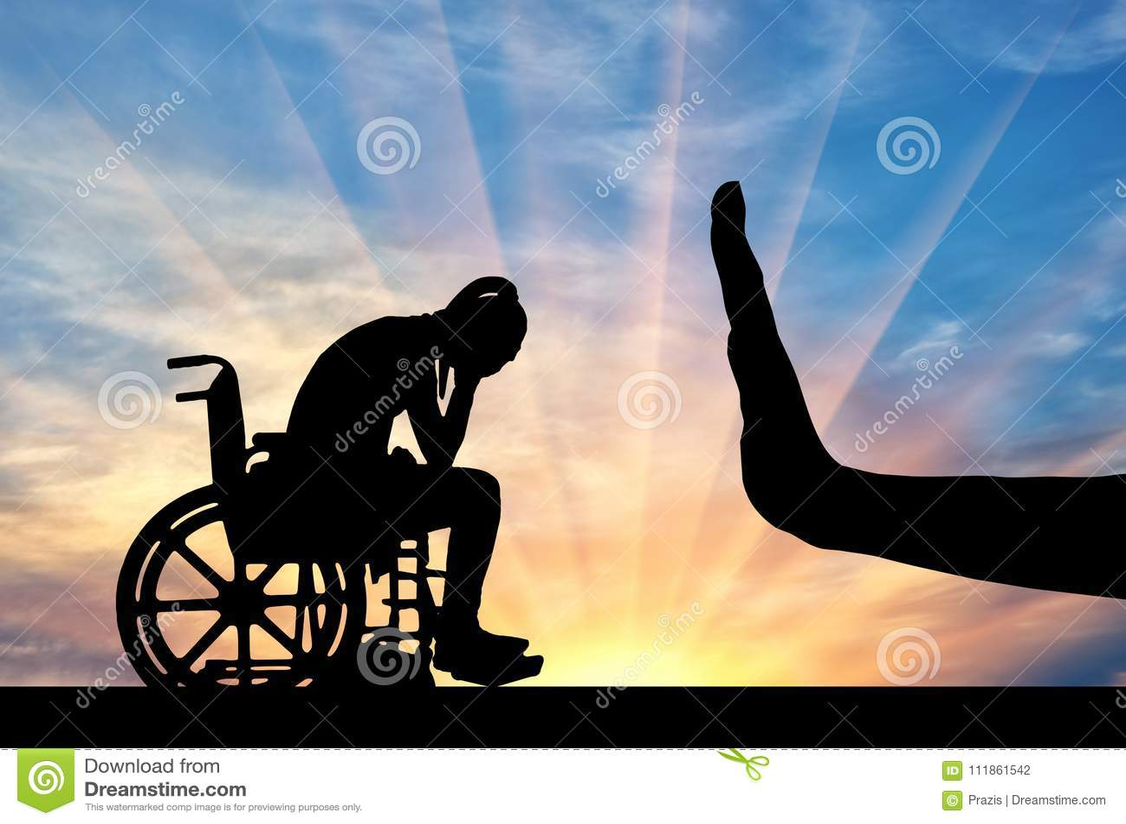 La silueta de la mujer discapacitada triste en gesto de la silla de ruedas y de mano para