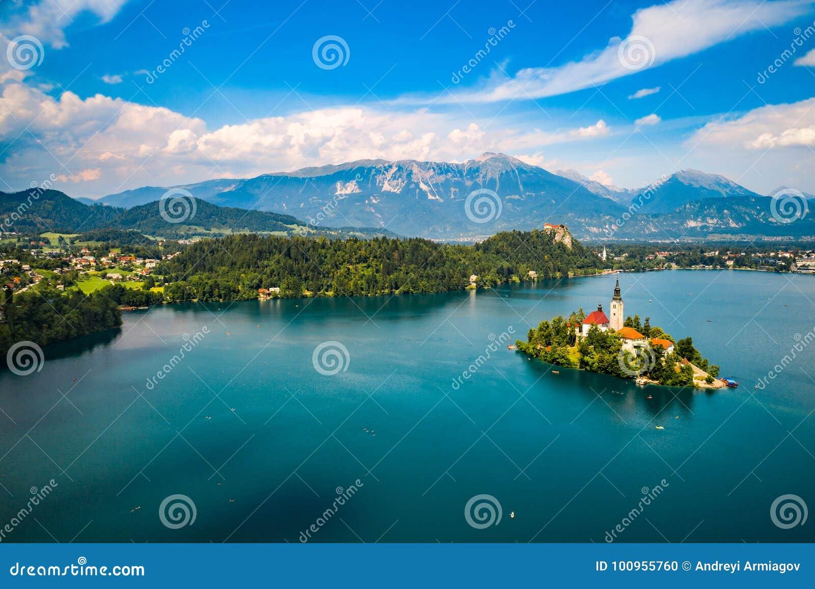La Slovénie - lac de station de vacances saigné