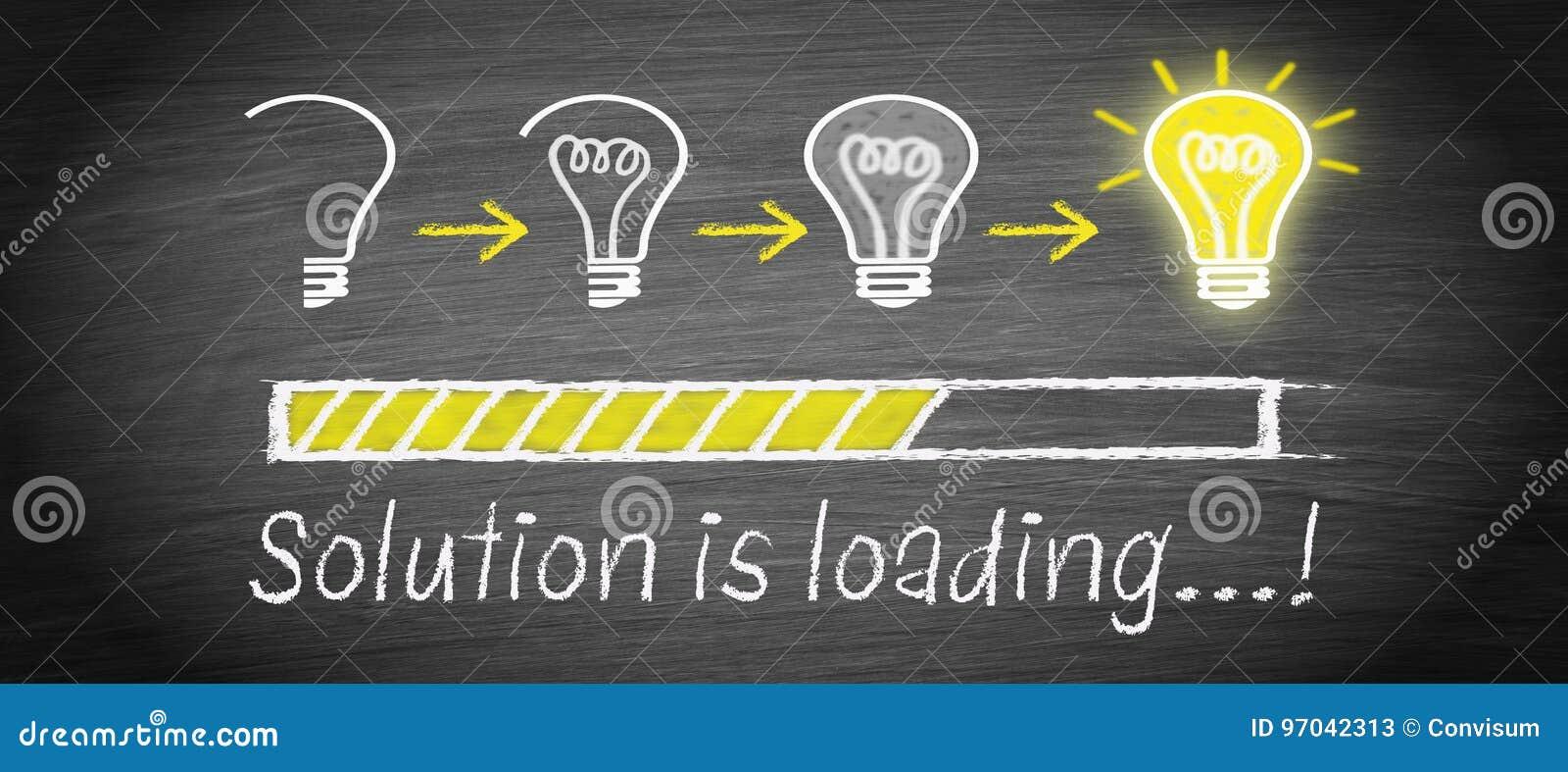 La soluzione sta caricando - grande concetto della lampadina di idea
