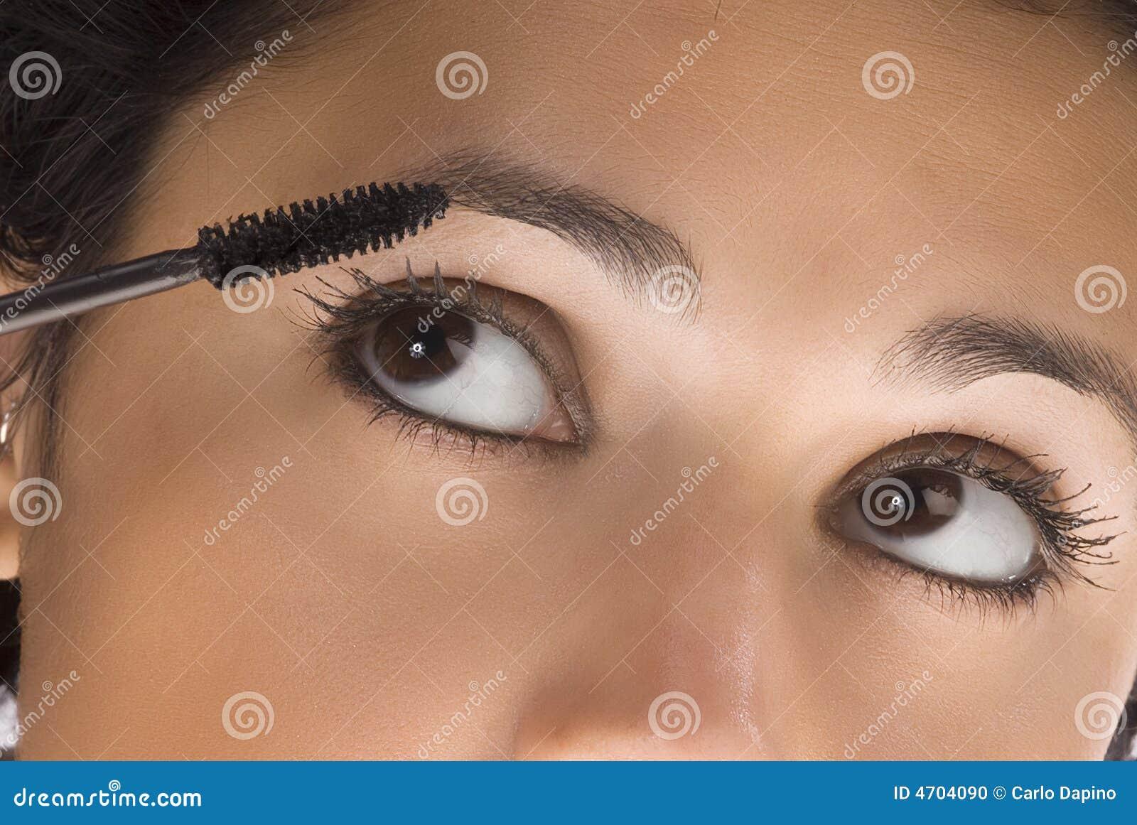 La spazzola e gli occhi