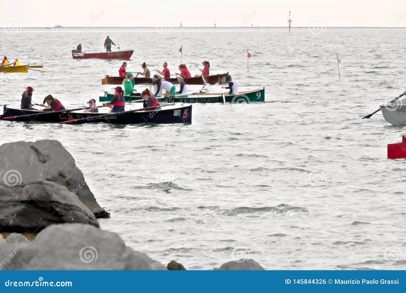 La Spezia, Liguria, Italia 03/17/2019 Palio del Golfo Squadra delle donne Regata marittima tradizionale