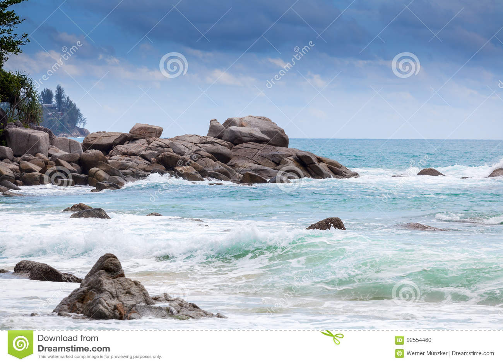 La spiaggia Laem canta a Phuket
