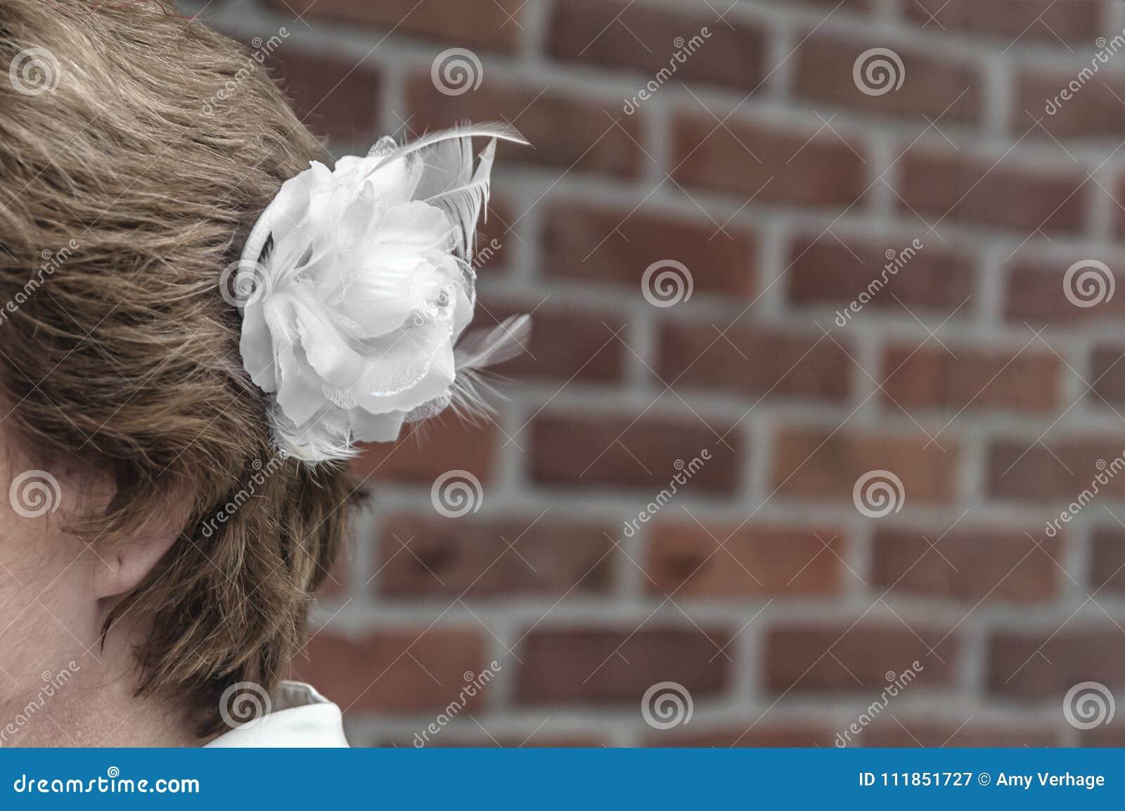 La sposa con un bianco è aumentato