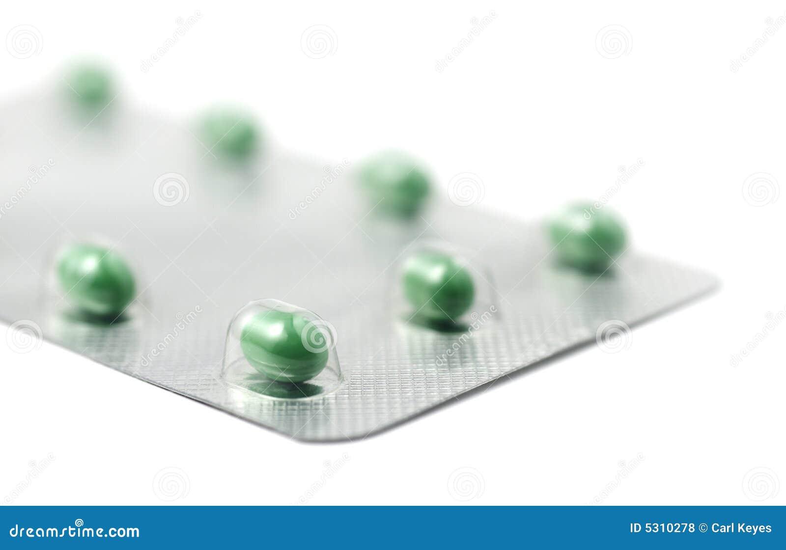 Download La Stagnola Verde Ha Impaccato Le Pillole Su Bianco Fotografia Stock - Immagine di contenitore, pillole: 5310278