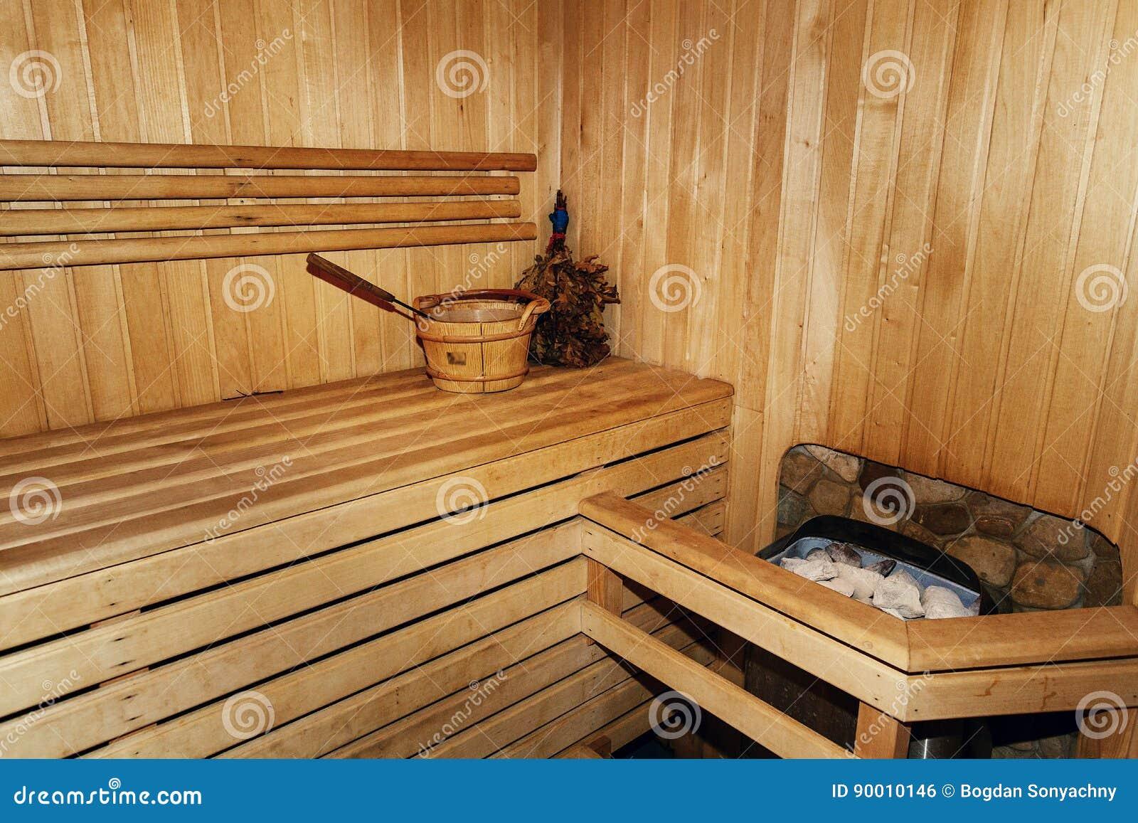 Bagno Legno Rustico : La stanza di legno russa di sauna taglia legna il banco rustico