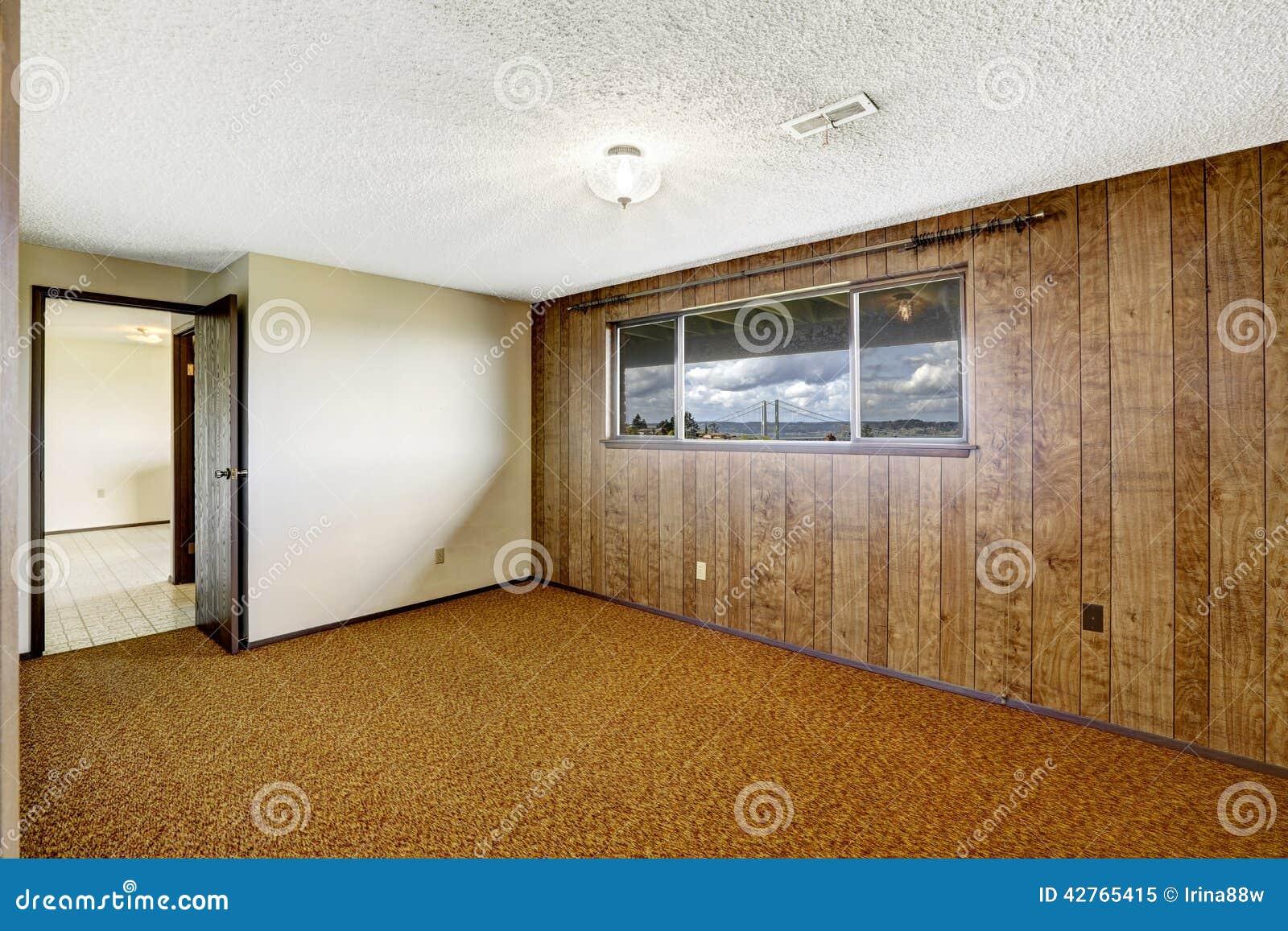 Pareti Rivestite Di Legno : La stanza vuota con la plancia di legno ha rivestito la parete e