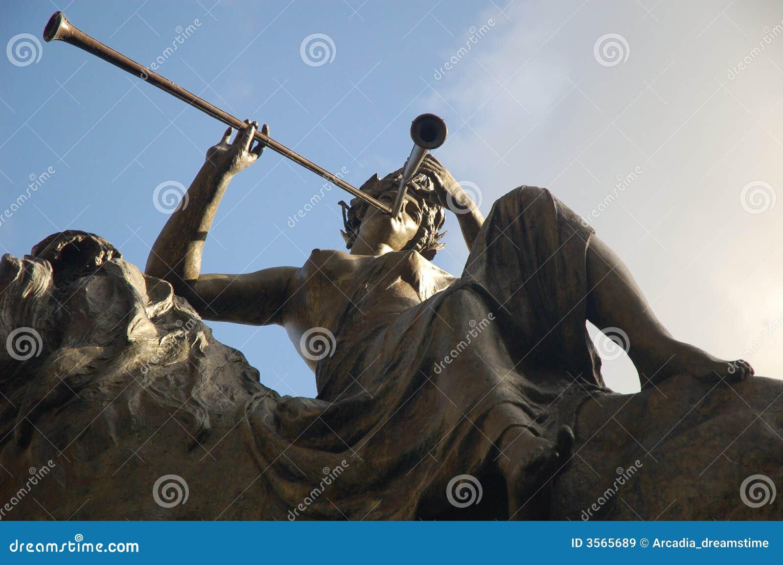 La statua del lirico [01]
