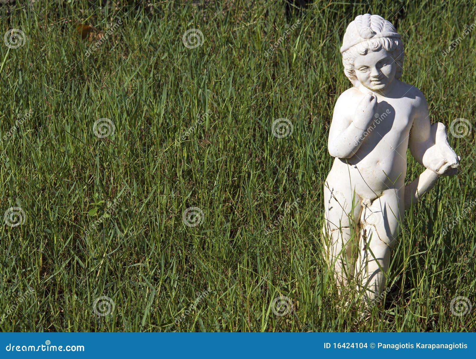 La statue archaïque grecque a trouvé chez Dion antique