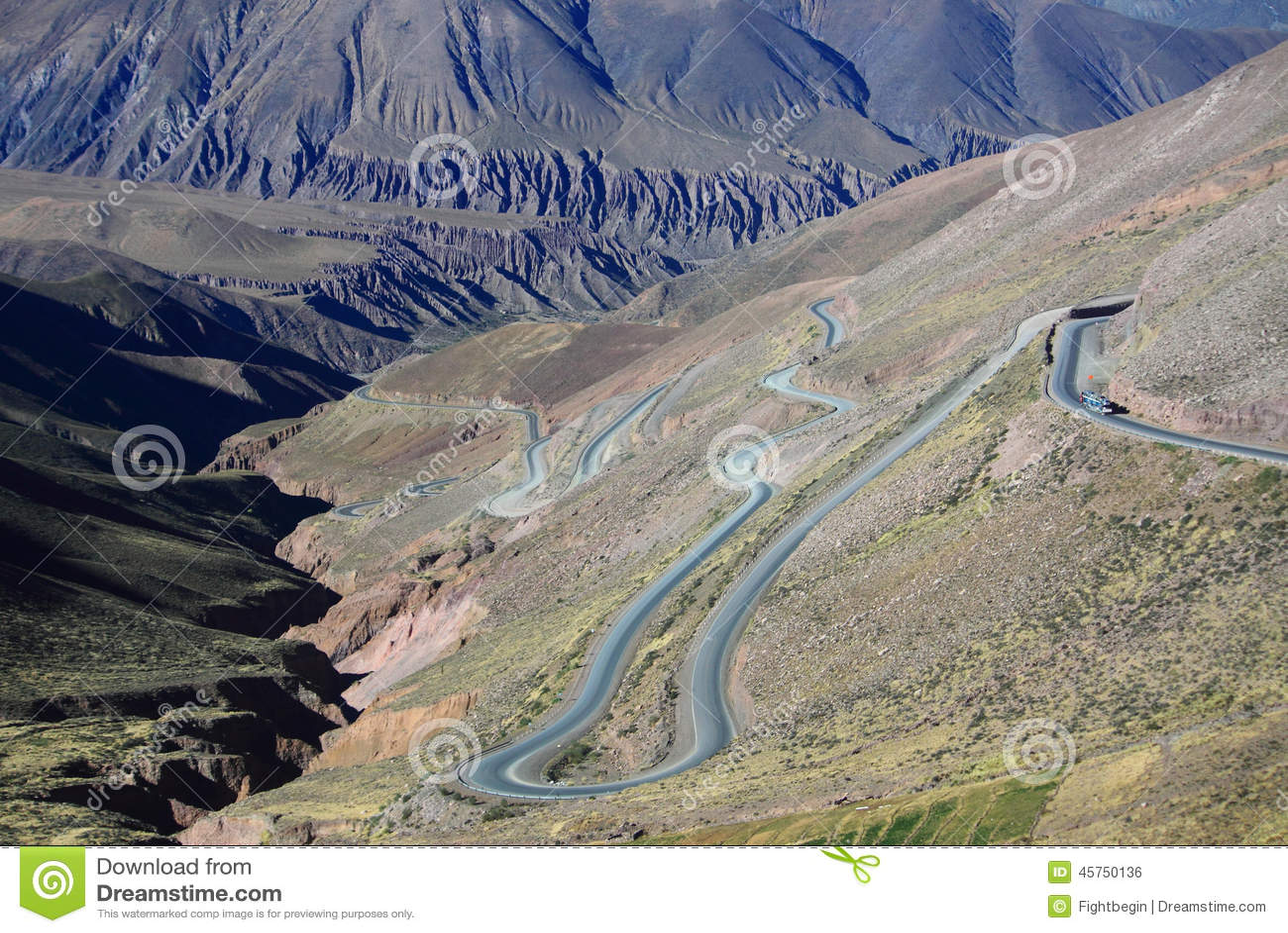 La strada della montagna sul Nord dell Argentina