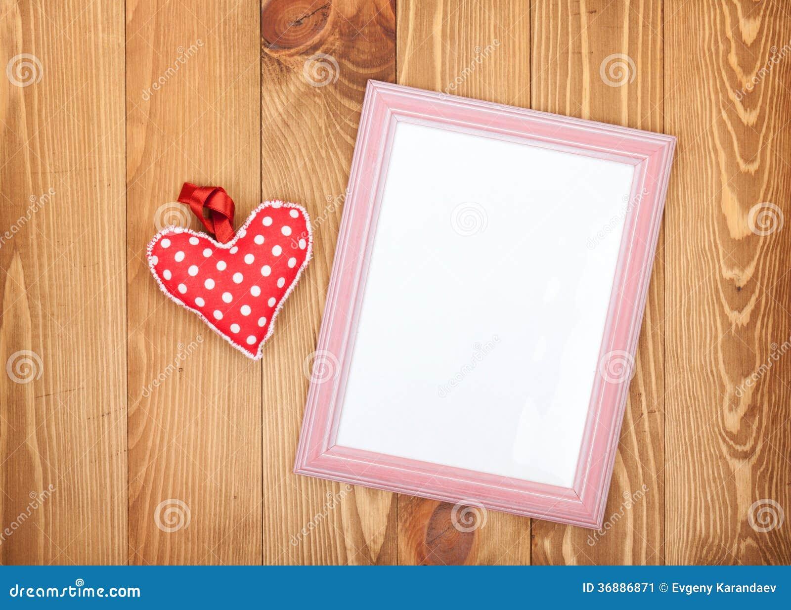 Download La Struttura In Bianco Della Foto Ed Il Cuore Rosso Di San Valentino Giocano Immagine Stock - Immagine di nota, festa: 36886871