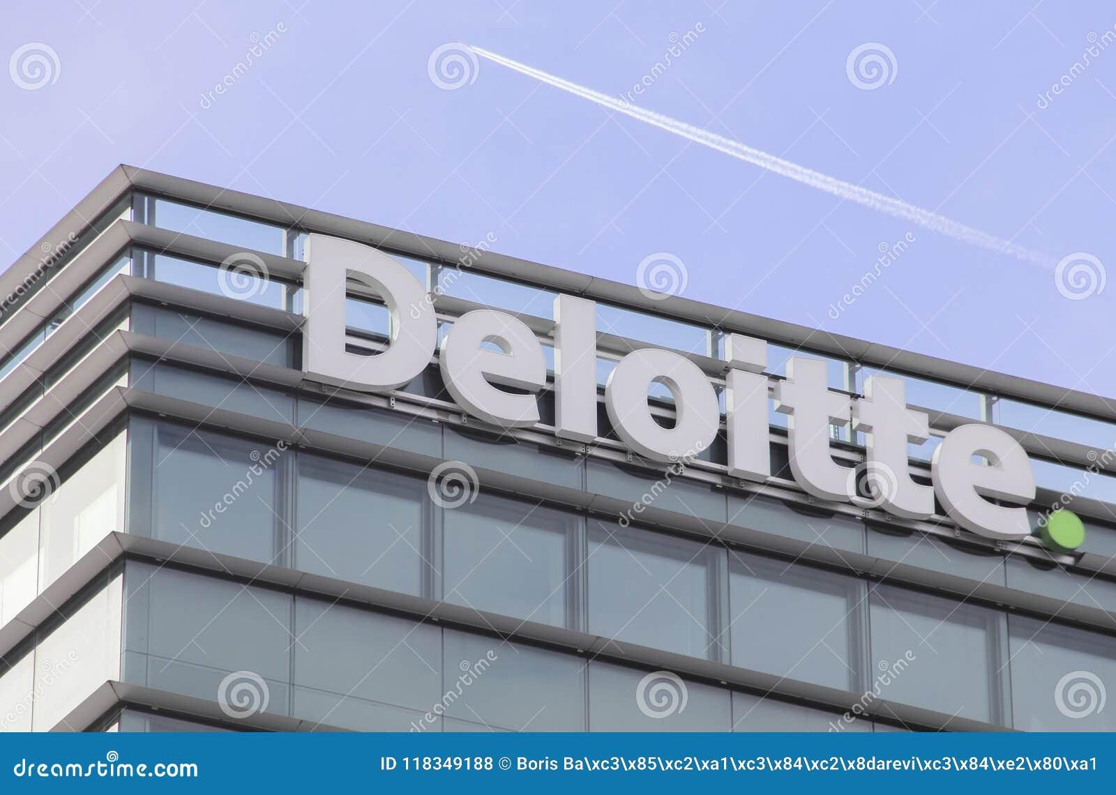 La Suisse ; Genève ; Le 9 mars 2018 ; Deloitte couvrent le panneau de signe ; De