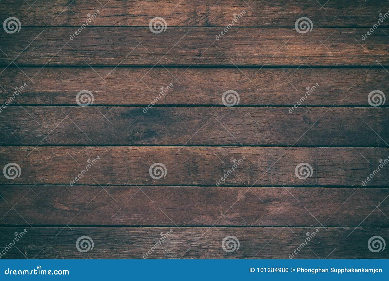 La table en bois extérieure de vintage et le grain rustique donnent au fond une consistance rugueuse