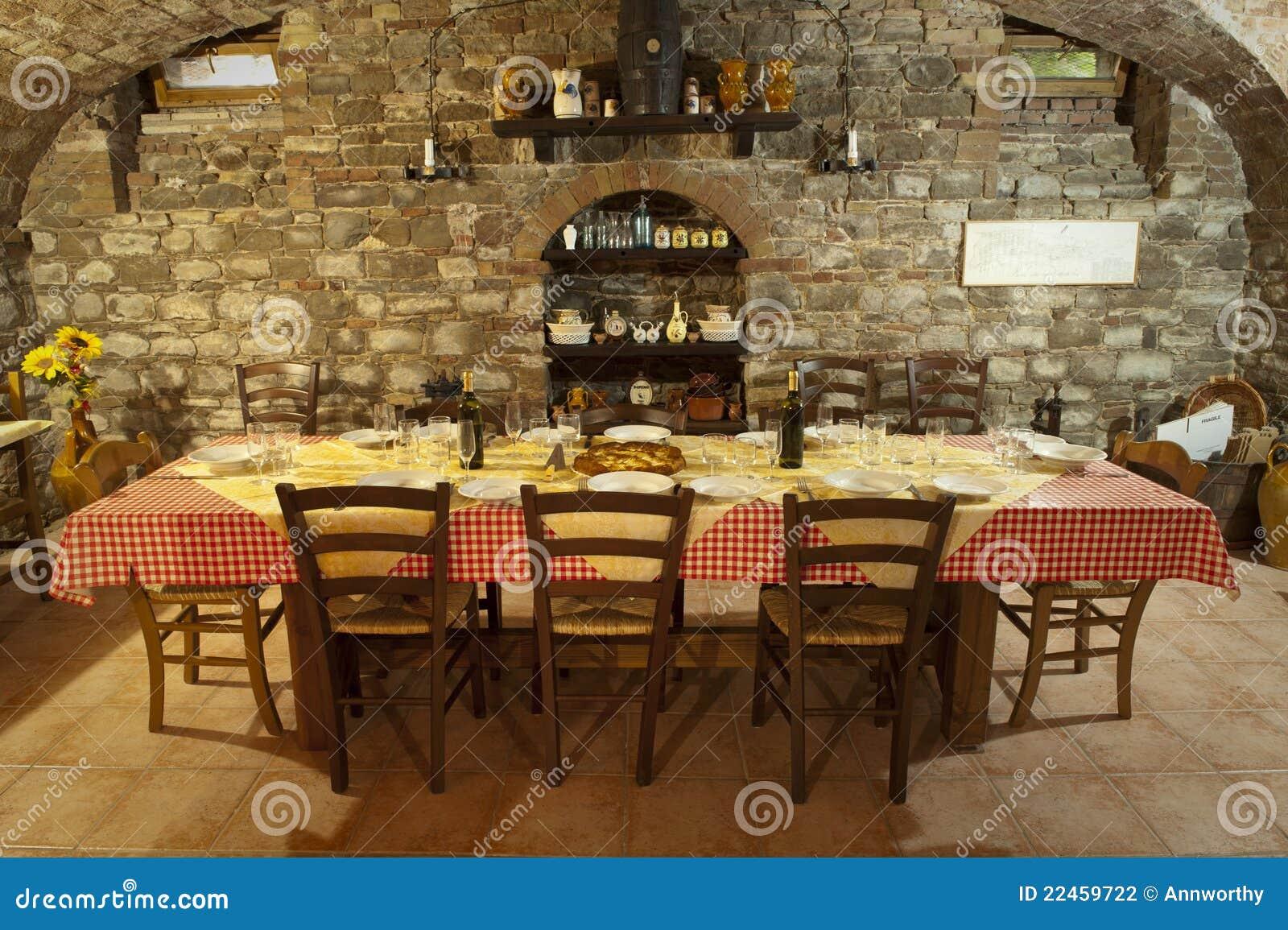 la table italienne a plac pour le repas photographie. Black Bedroom Furniture Sets. Home Design Ideas