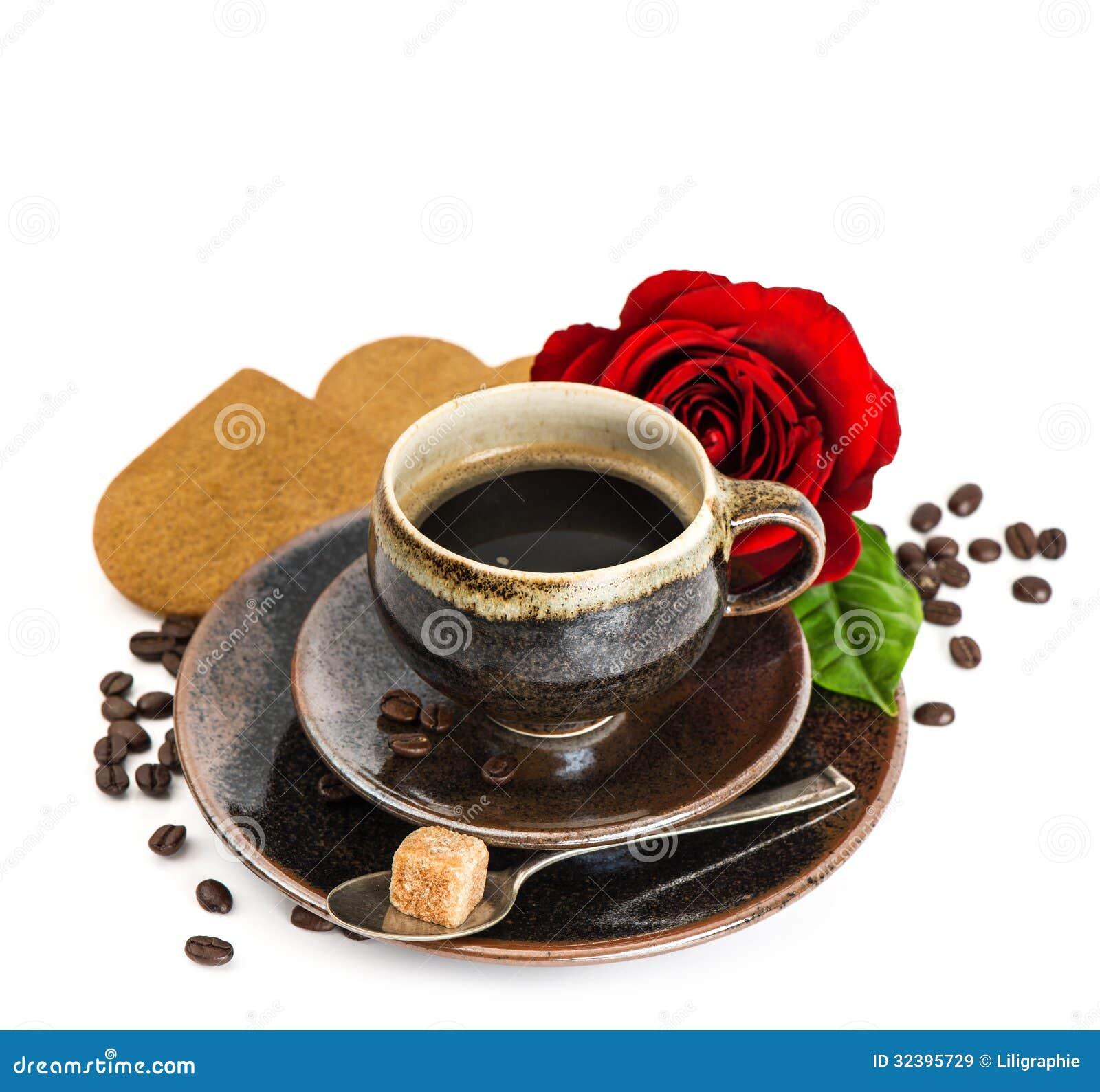la tasse de caf noir et la rose de rouge fleurissent et. Black Bedroom Furniture Sets. Home Design Ideas