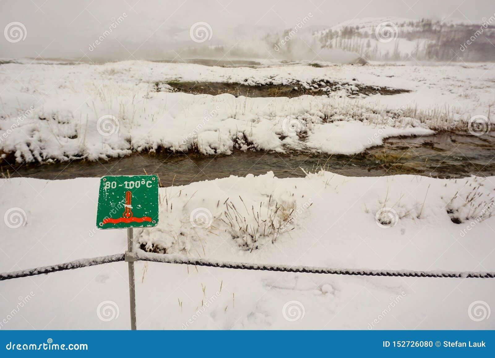 La temperatura en esta área geotérmica podría ser hasta 100 grados, aunque sea invierno y todo se cubre en nieve