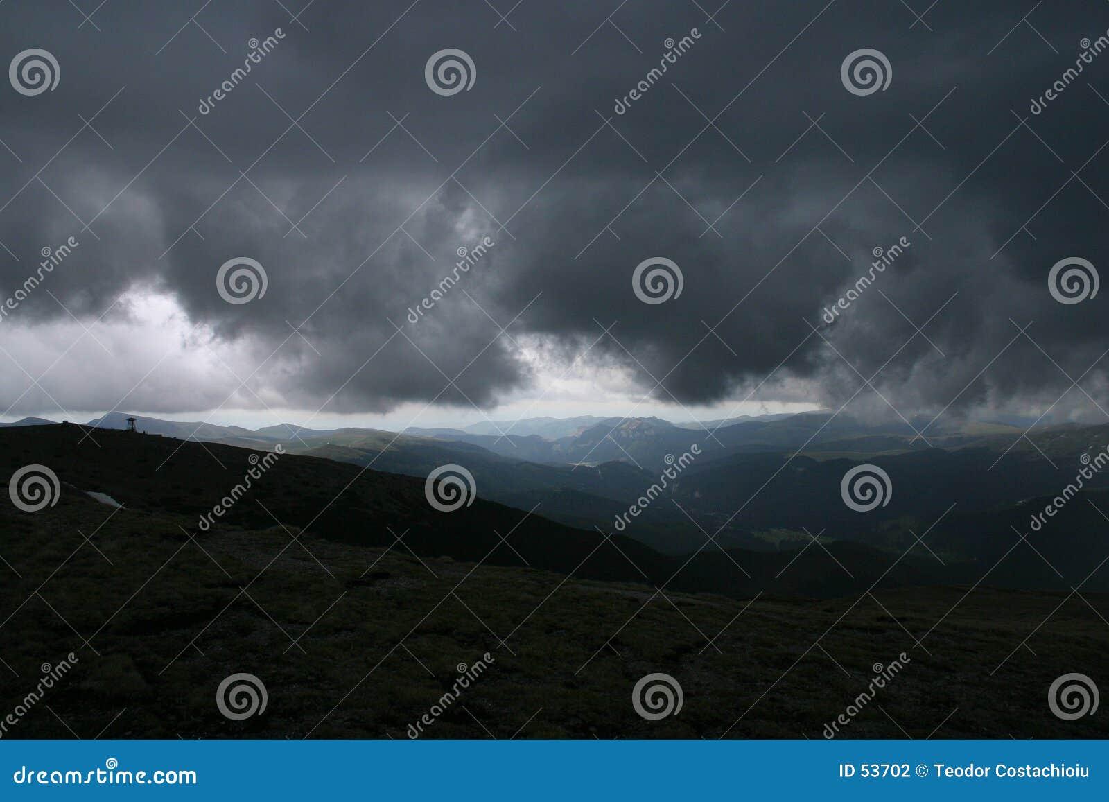 Download La tempesta sta venendo fotografia stock. Immagine di aumento - 53702