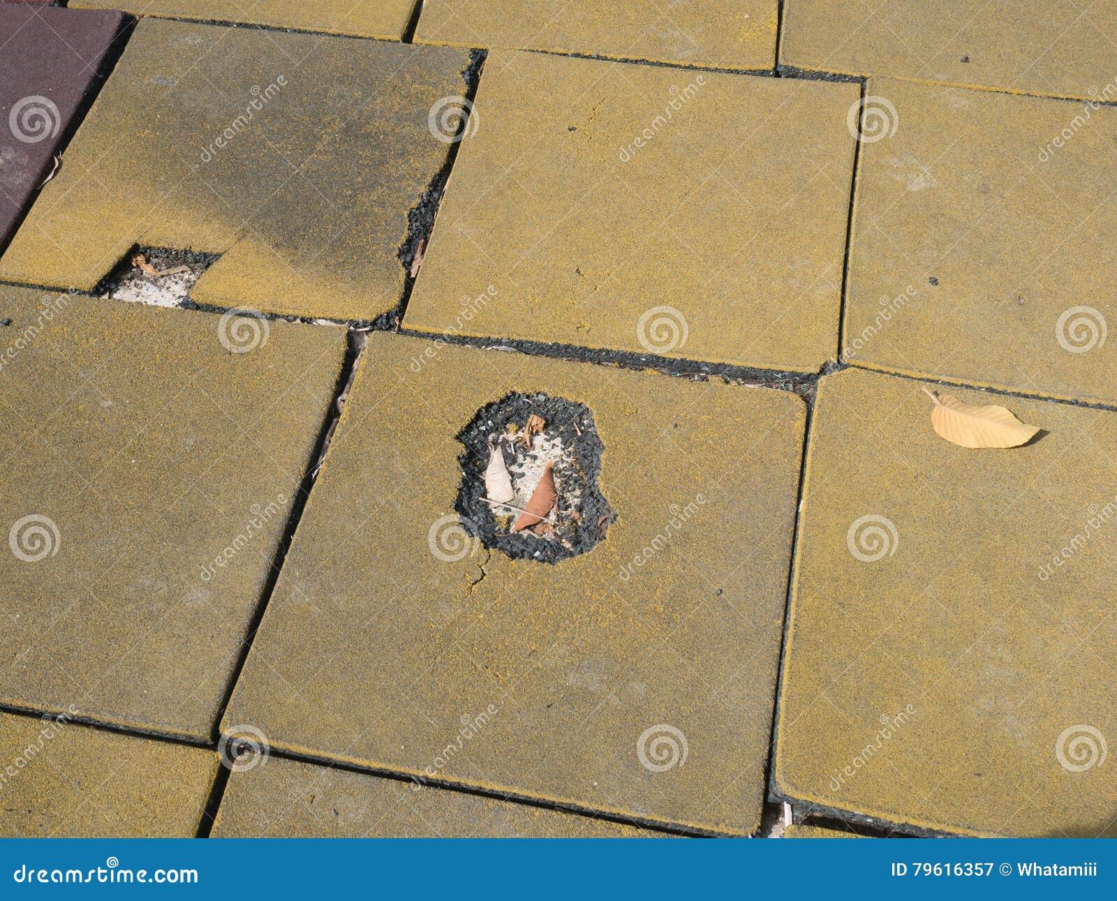 Pavimento In Gomma Per Bambini : La terra di gomma del pavimento intorno al campo da giuoco dei