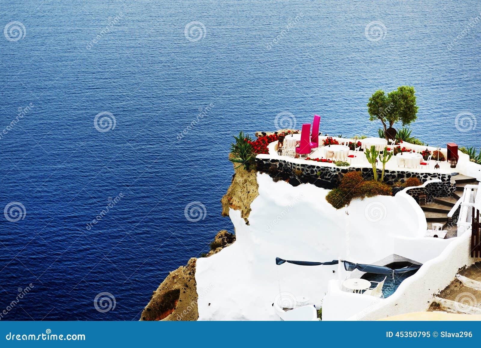 La terrasse de vue de mer à l hôtel de luxe