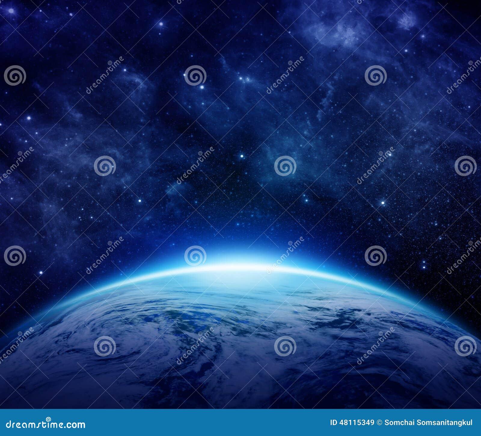 La terre bleue de planète, le soleil, étoiles, galaxies, nébuleuses, manière laiteuse dans l espace peut employer pour le fond