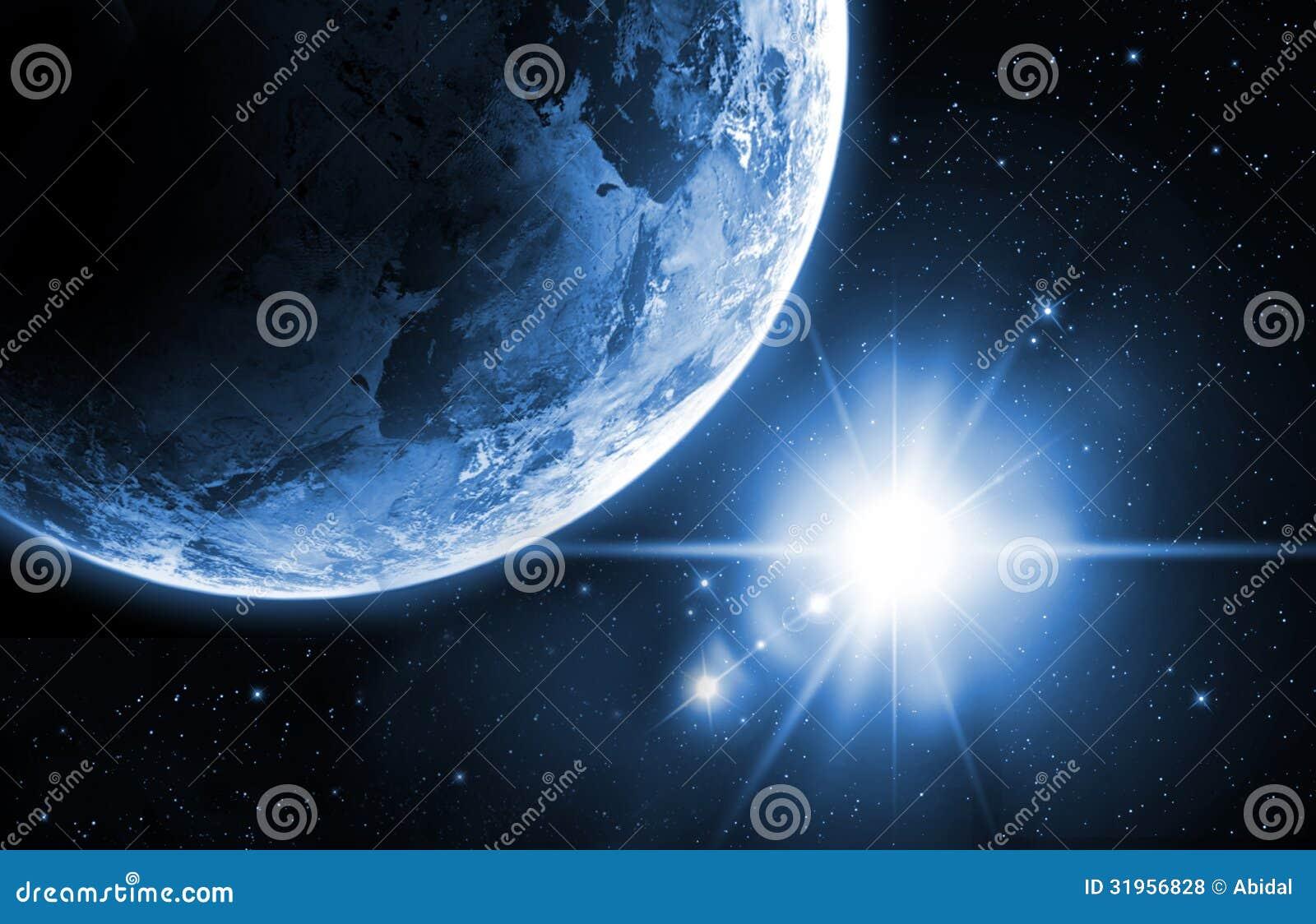 La terre de planète avec le lever de soleil dans l espace