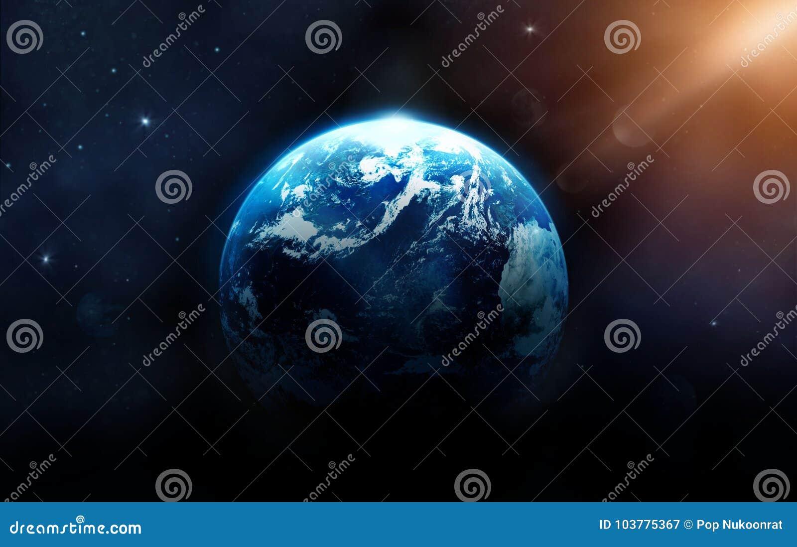 La terre de planète avec le soleil se levant de l espace lointain