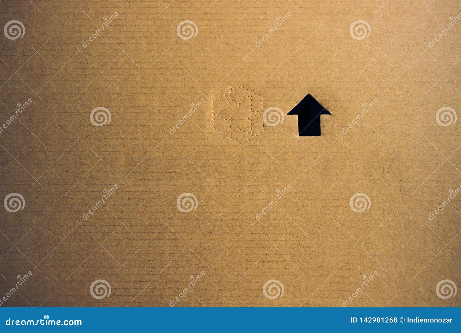 La textura de papel de la cartulina con recicla símbolo como weted con el fondo del agua y un agujero formado flecha