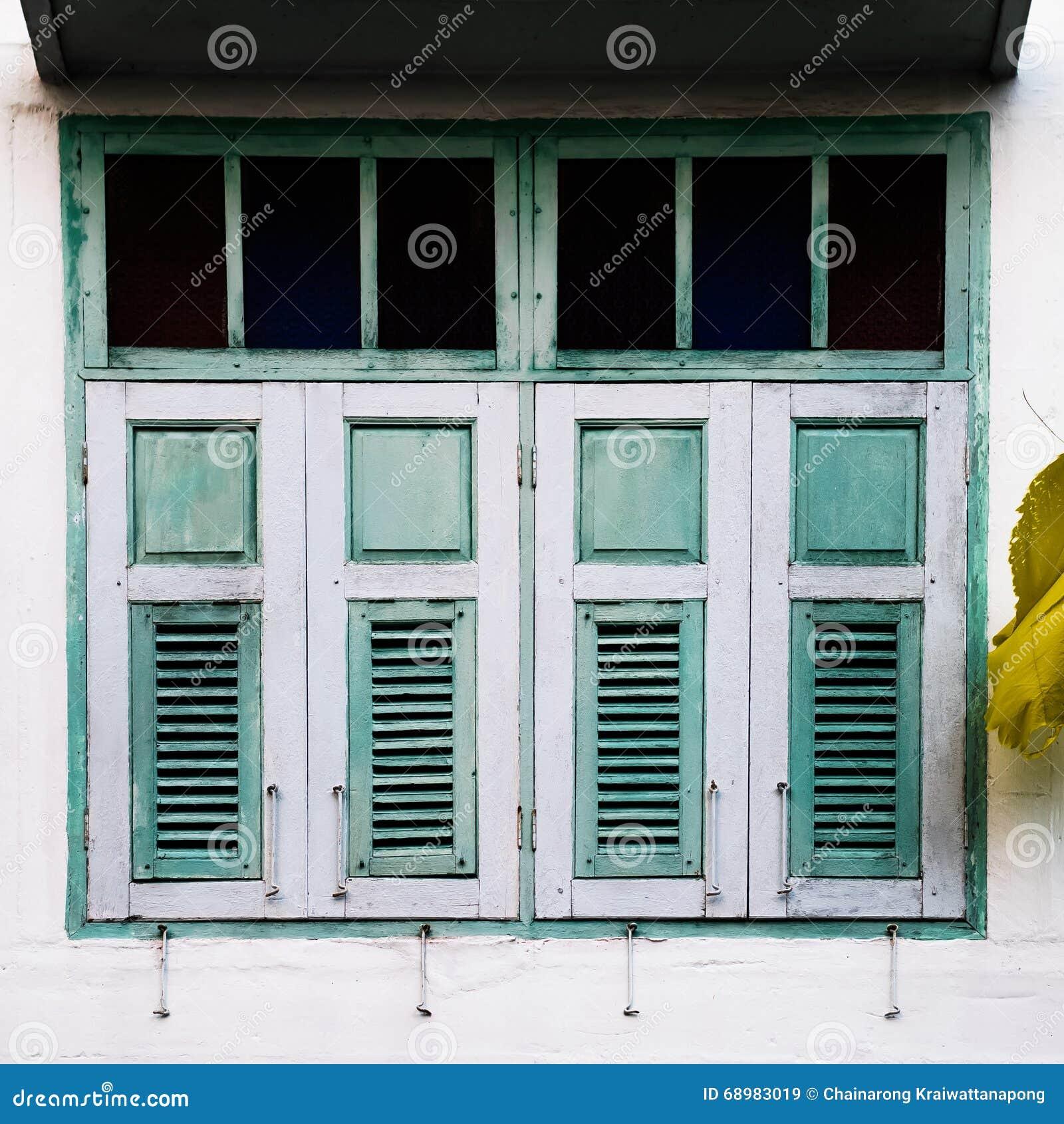 La textura de ventanas de madera viejas del casas en Hatyai, Songkhla, Tailandia