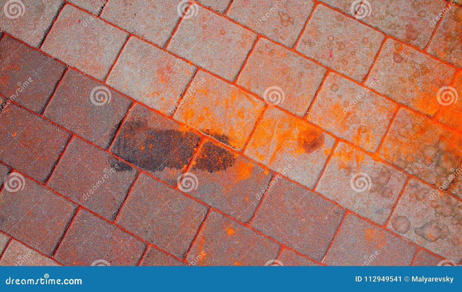 La textura del asfalto Las manchas multicoloras, salpican y remontan de la pintura seca