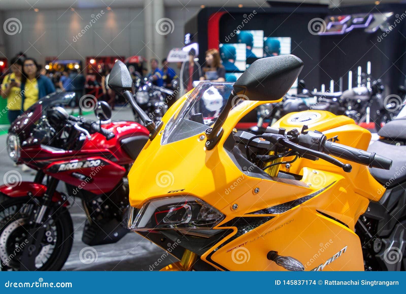 La Thaïlande - décembre 2018 : fin vers le haut de la motocyclette jaune de DÉMON de GPX GR présentée dans l expo Nonthaburi Thaï