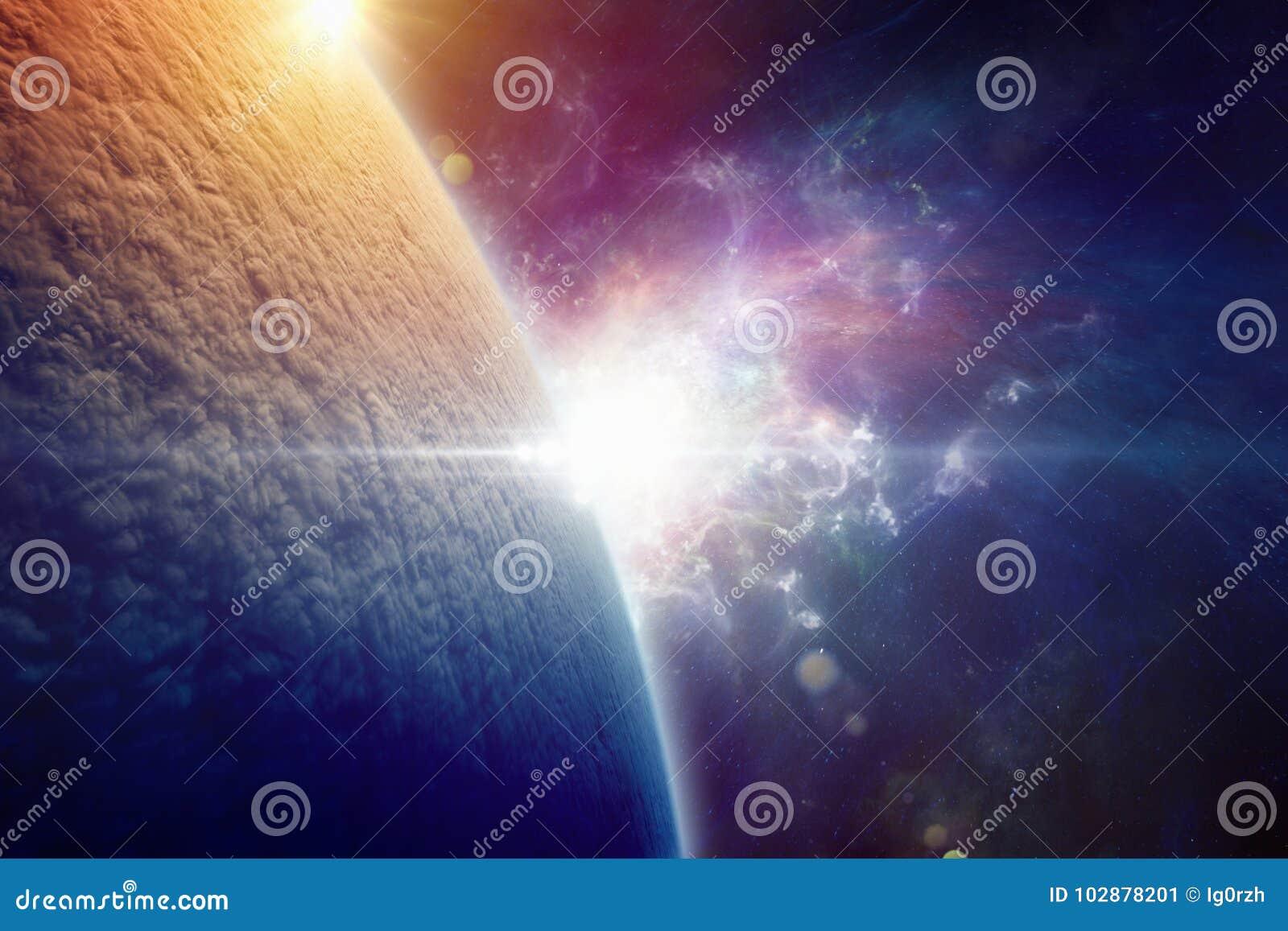 La tierra del planeta se cubre totalmente con las nubes después de un w nuclear